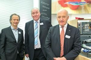 Christoph Lay bei der dm-Eröffnung in der SCS Wien mit den Firmengründern Prof. Götz Werner und Günter Bauer.