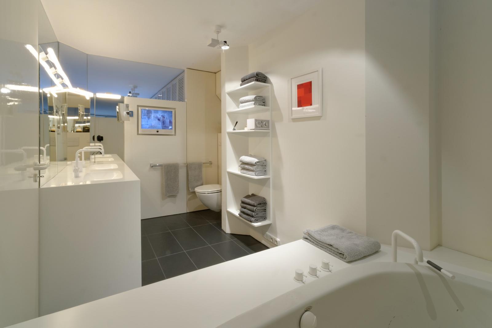 badsanierung in privatwohnhaus lay architekten. Black Bedroom Furniture Sets. Home Design Ideas