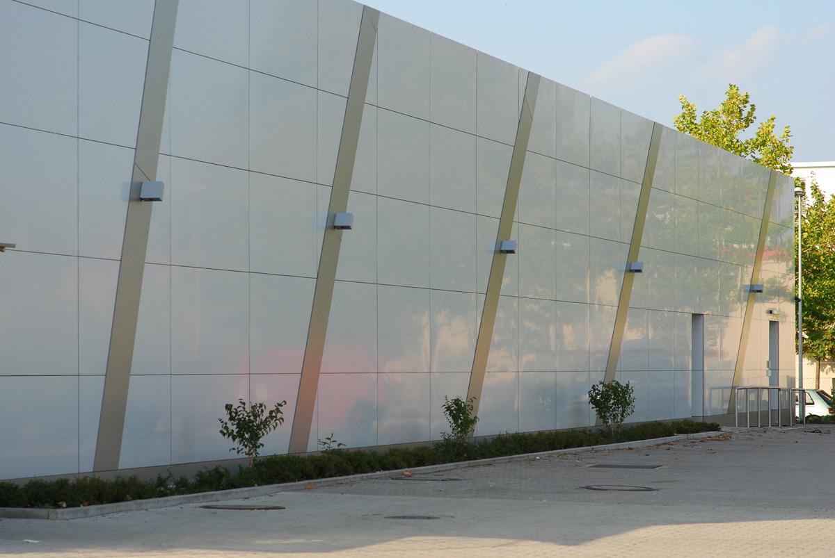 Umbau eines autohauses in einen drogeriemarkt in for Suche innenarchitekt