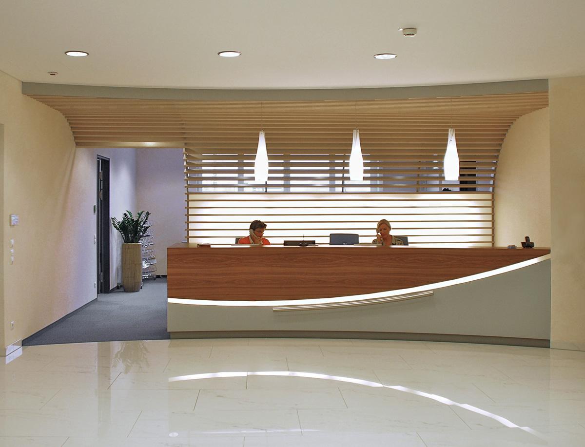 foyer und empfang der dm zentrale salzburg lay architekten innenarchitekten m nchen. Black Bedroom Furniture Sets. Home Design Ideas